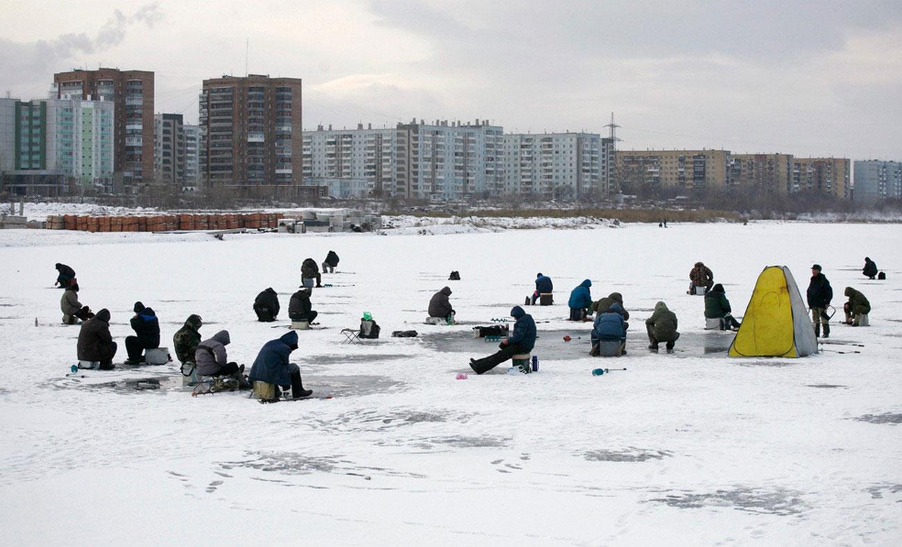 рыбаки зимой на Енисее, фото
