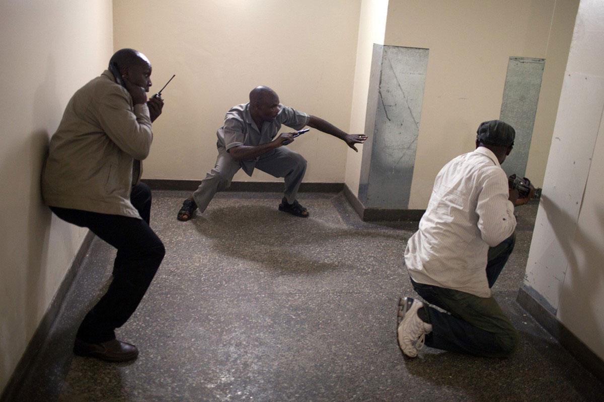 Сотрудники сил безопасности Кении