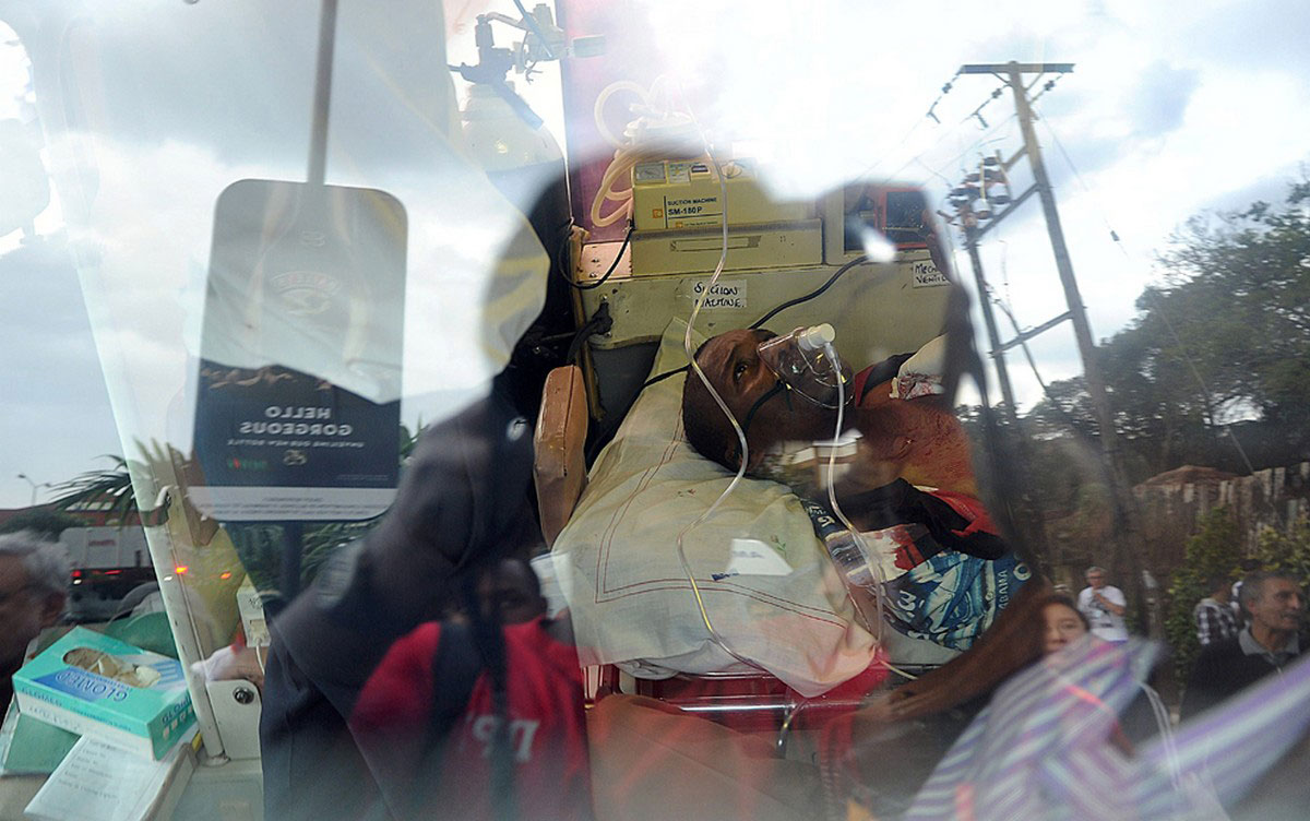 раненый в машине скорой помощи
