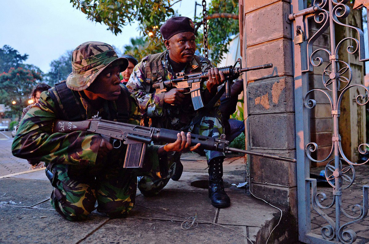 вооруженные солдаты