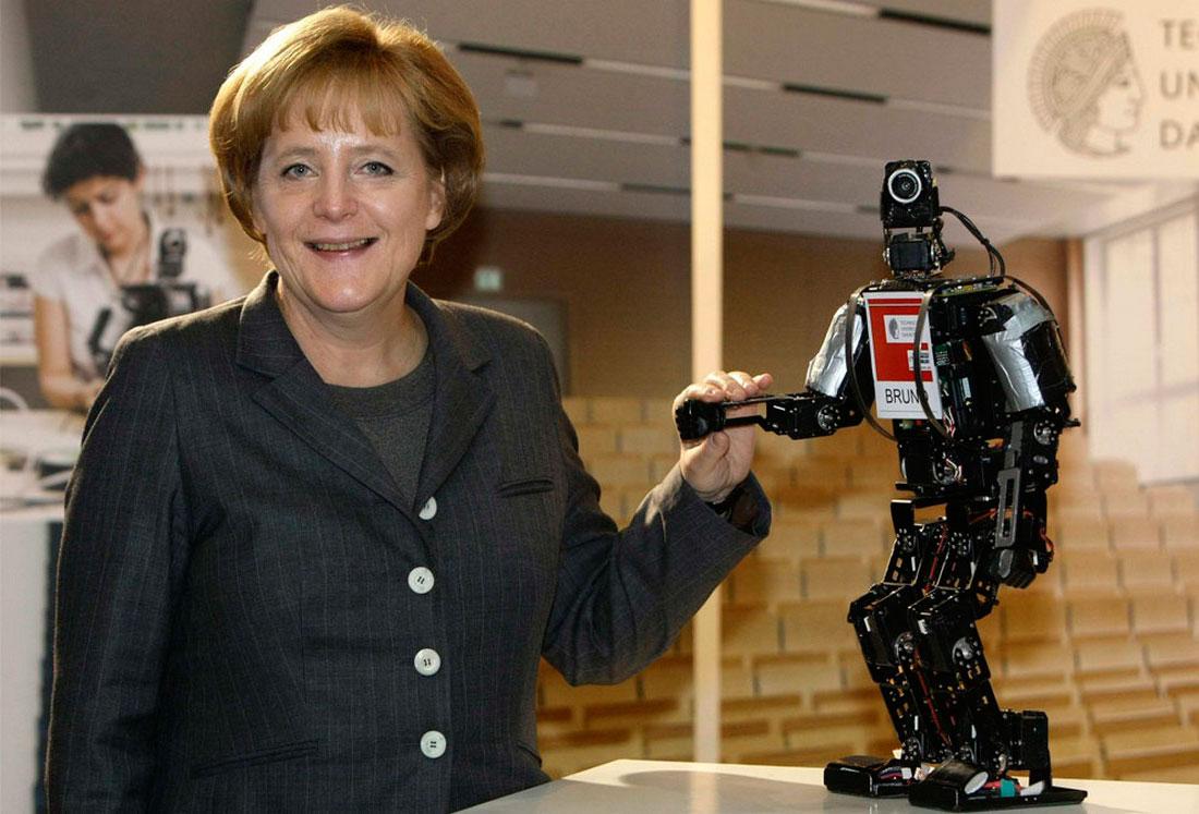 робот в технологическом университете в Дармштадте, фото