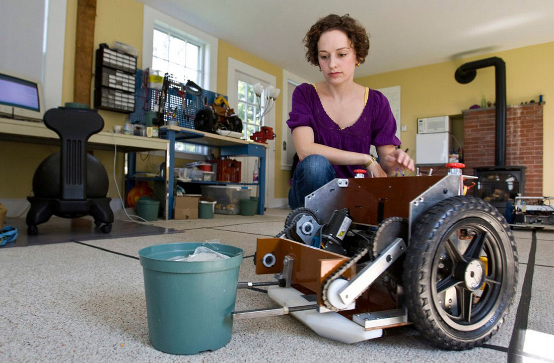 робот предназначен для помощи в теплицах, фото