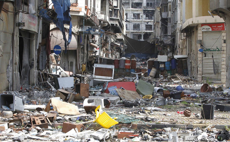 Разрушенные дома и магазины