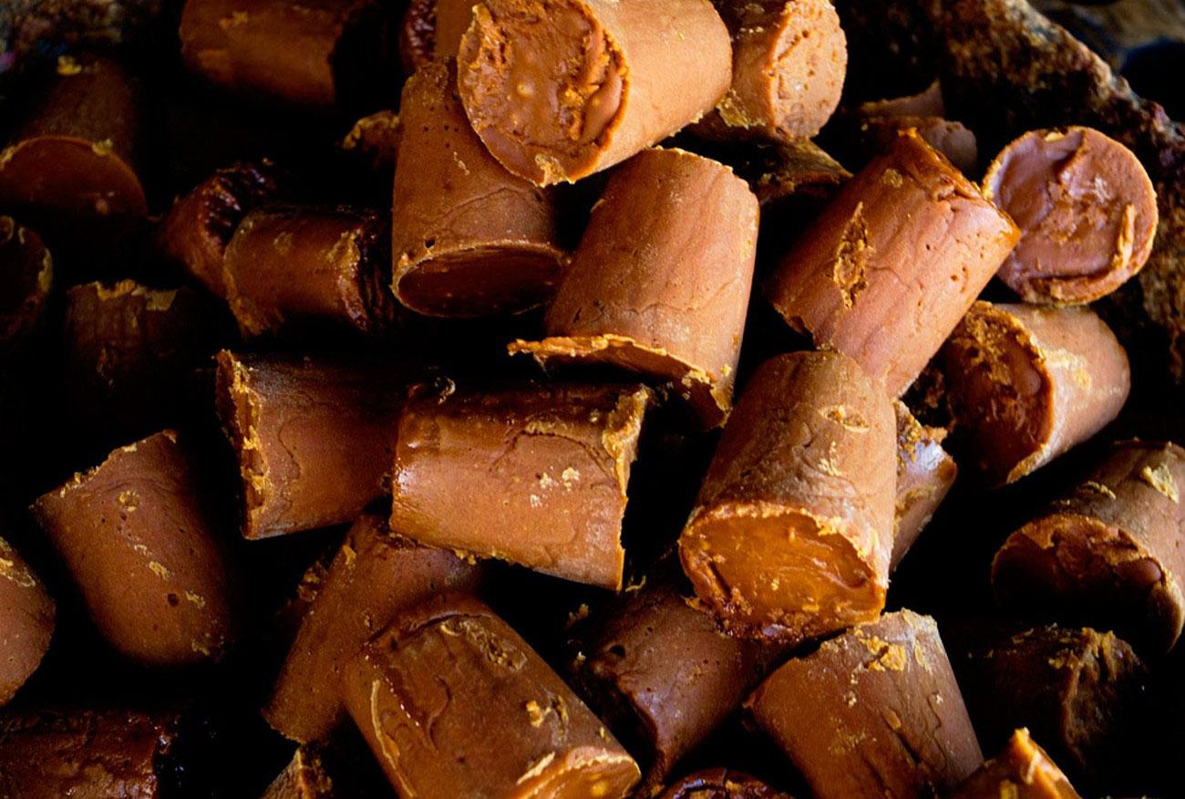 Куски не рафинированного тростникового сахара