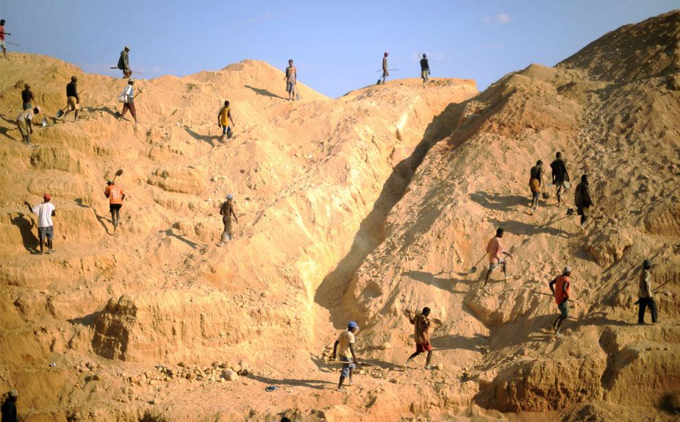 шахтеры в карьере, фото