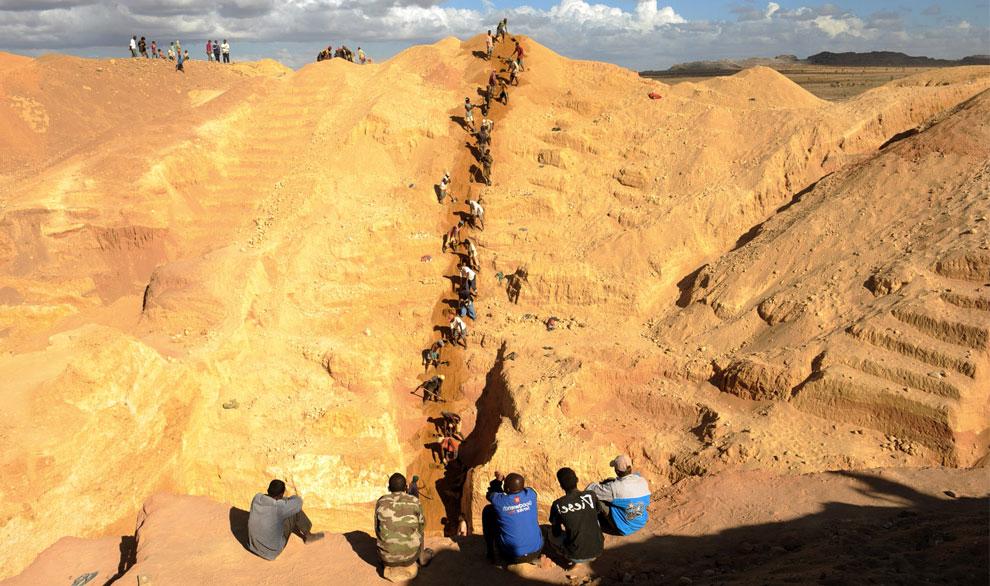 шахтеры вблизи Илакака, Мадагаскар, фото