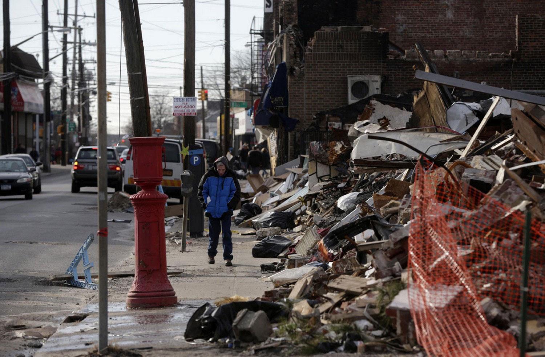 горы мусора и обломков после урагана Сэнди, фото