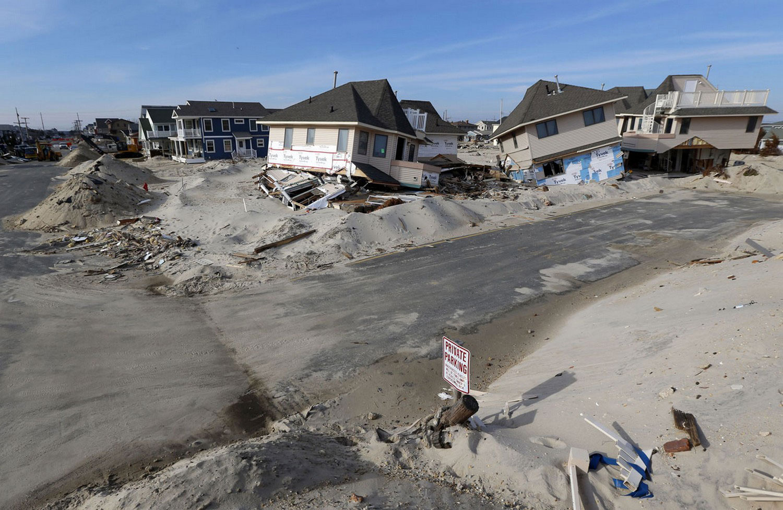 Кучи песка и мусора в Атлантик-Сити, фото