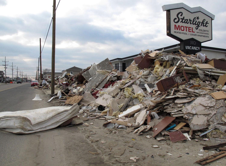 груды мусора в Томс-Ривер,