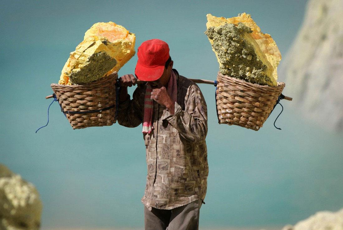 Индонезийский шахтер, фото