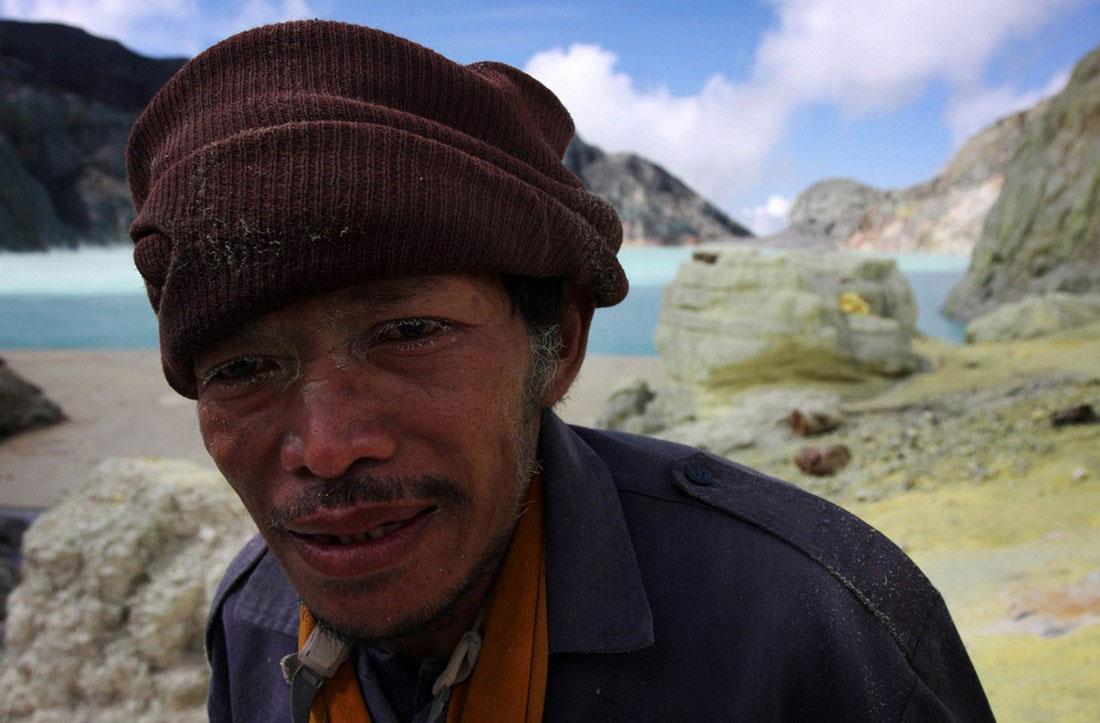 шахтеры на перерыве, Индонезия, фото