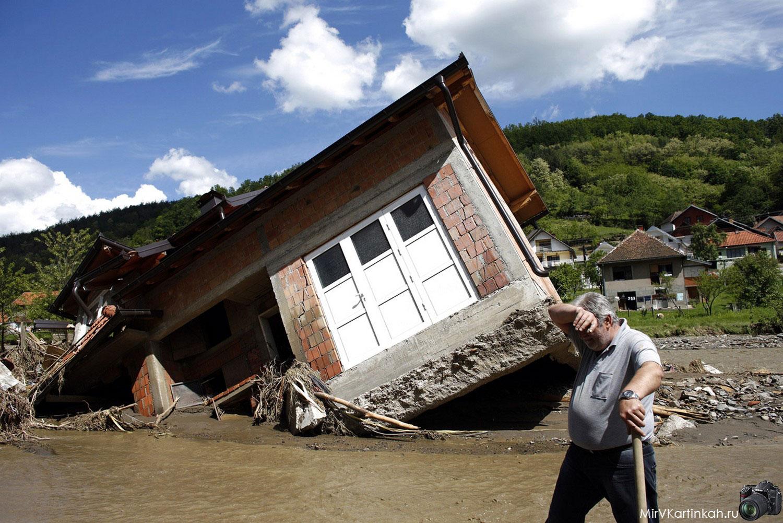 завалившийся дом