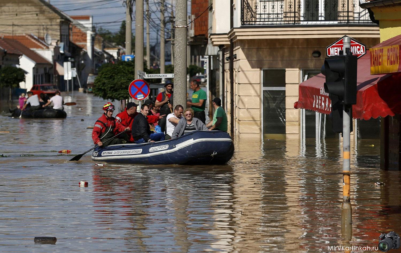 Эвакуация людей в городе