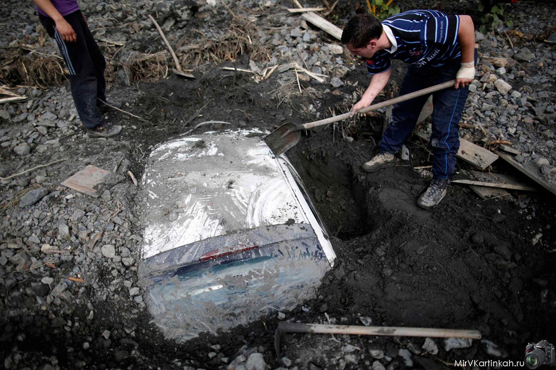 автомобиль под землей