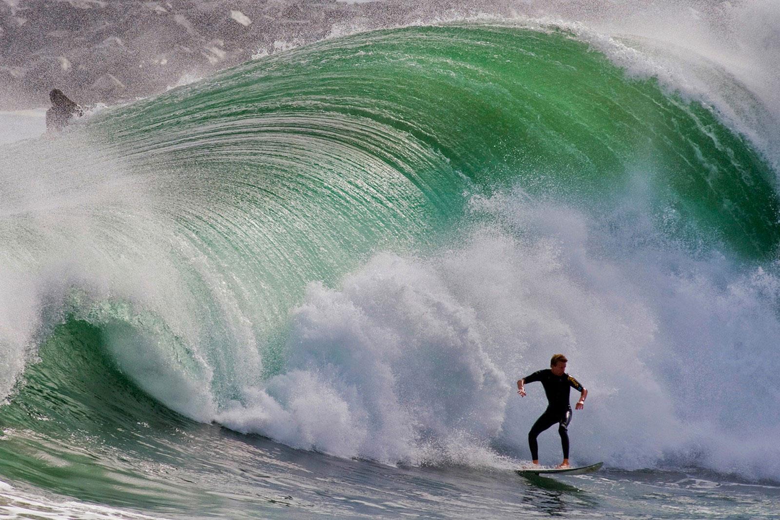 волна в погоне за серфером, фото