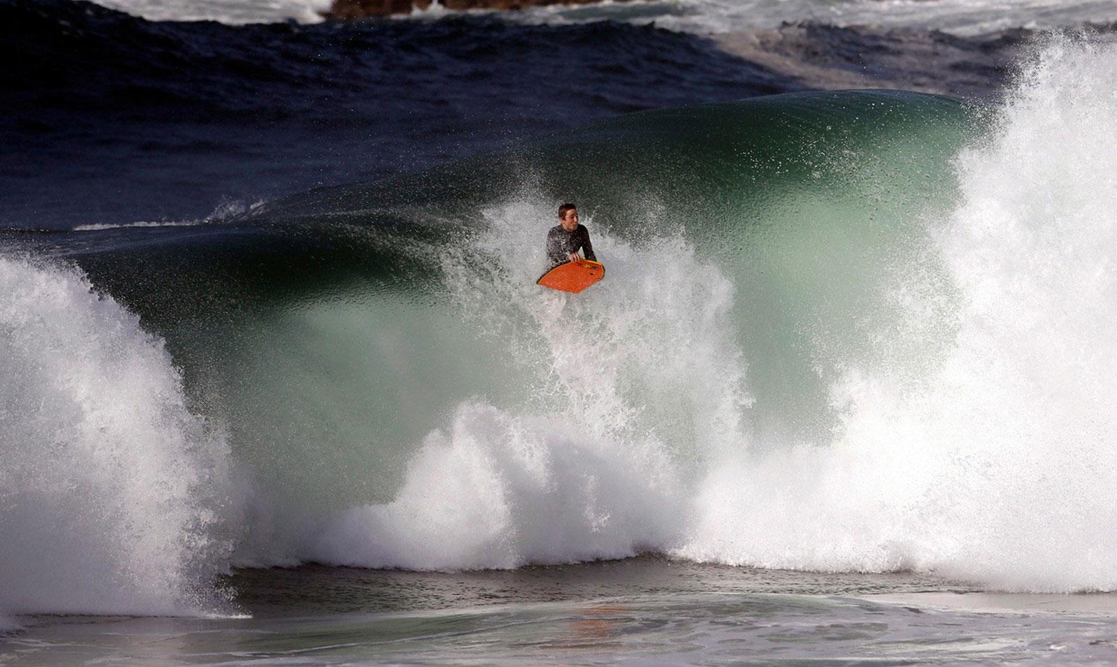 серфинг на волне, фото
