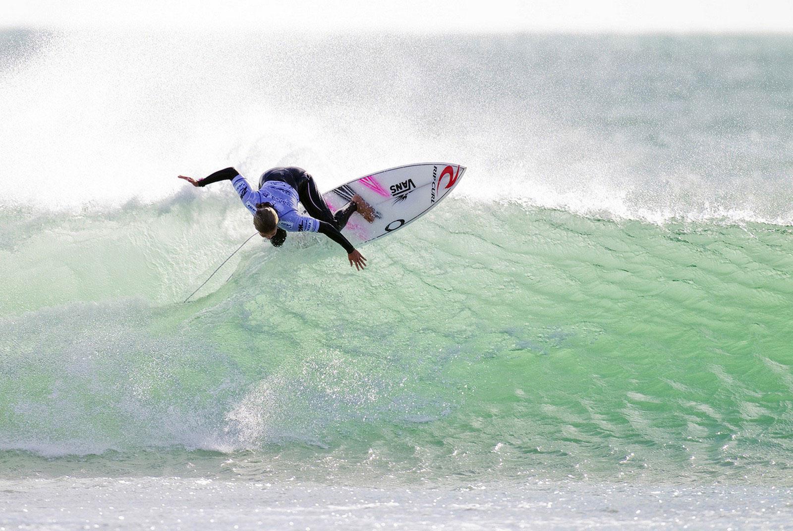 серфингистка из Франции, фото