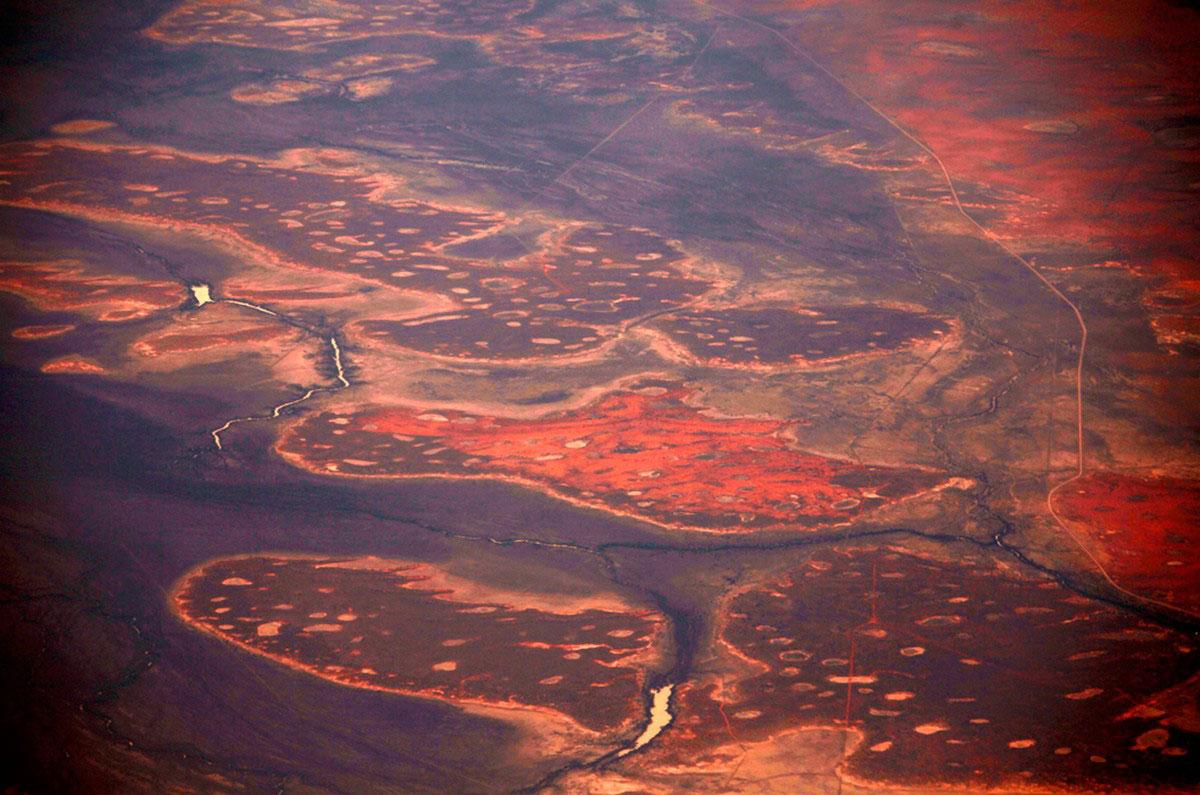 Небольшая река в пустыне Танами