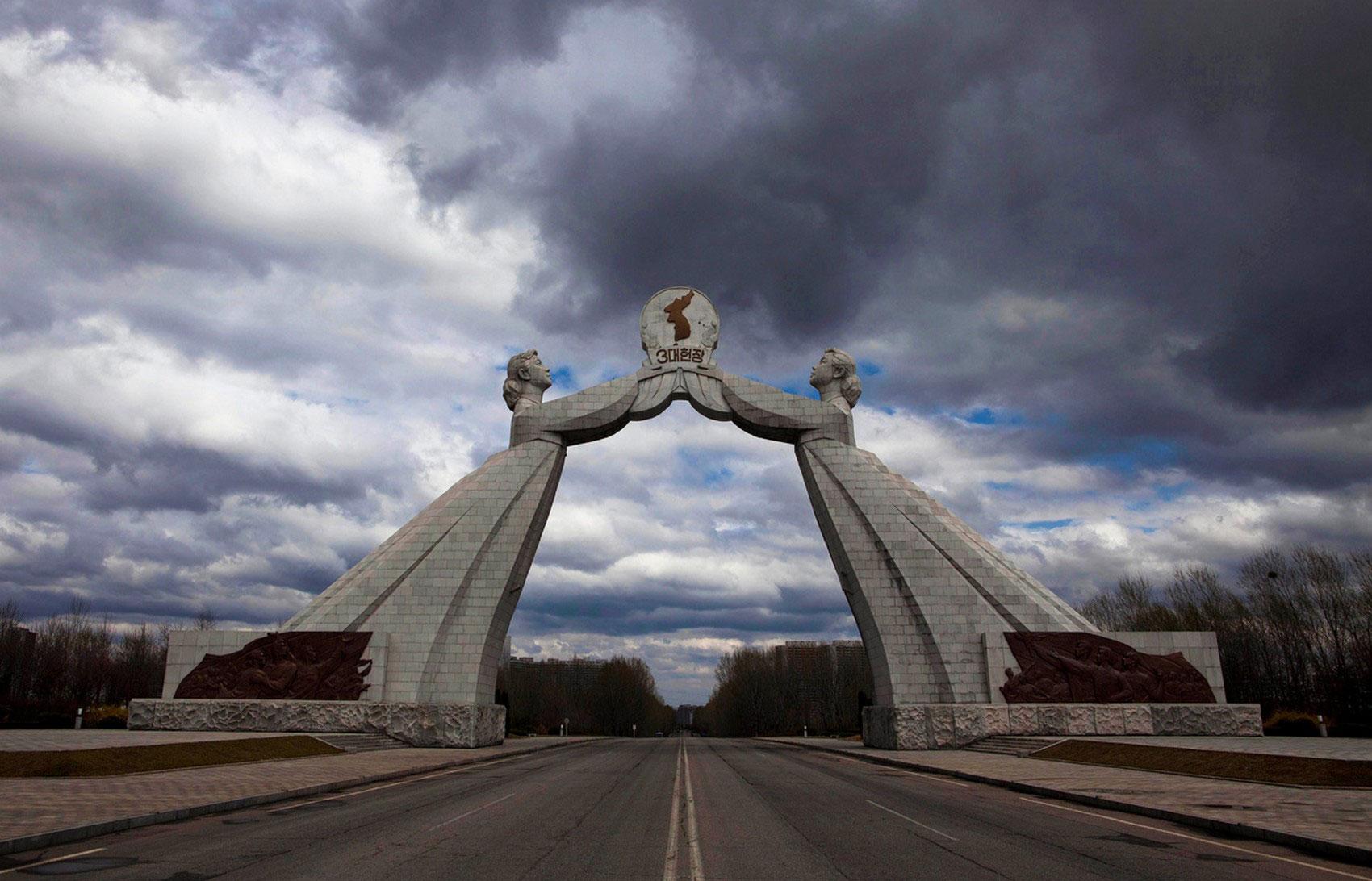 Монумент трех хартий воссоединения Родины