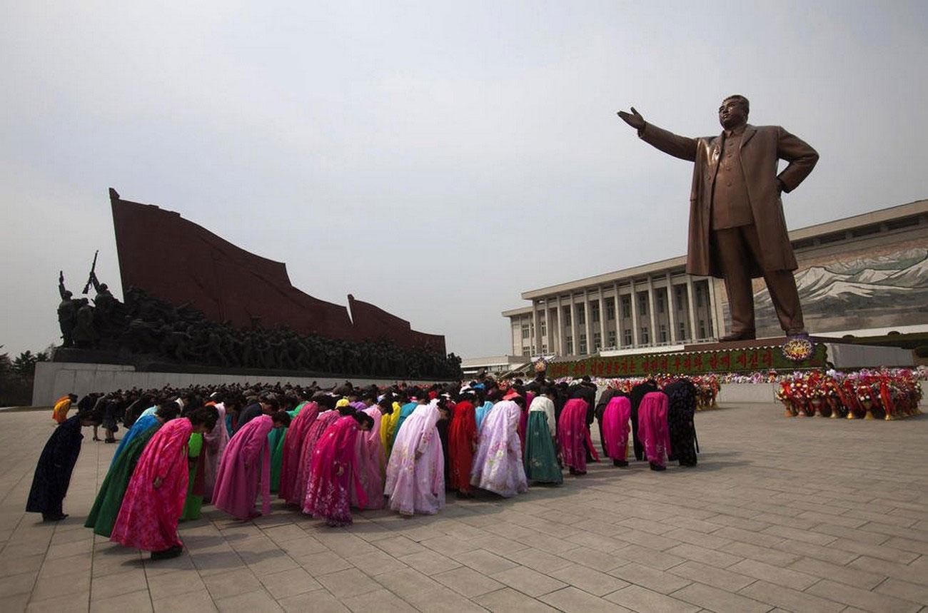 памятник Ким Ир Сену на холме Мансу