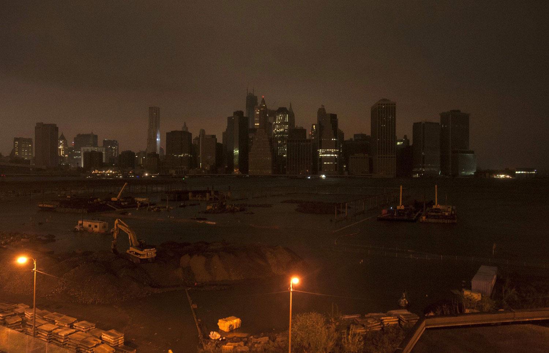 Нижний Манхэттен в полной темноте в США, фото Сэнди