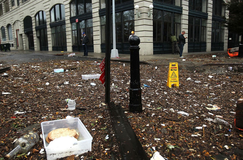 мусор на улицах США после шторма Sandy, фото