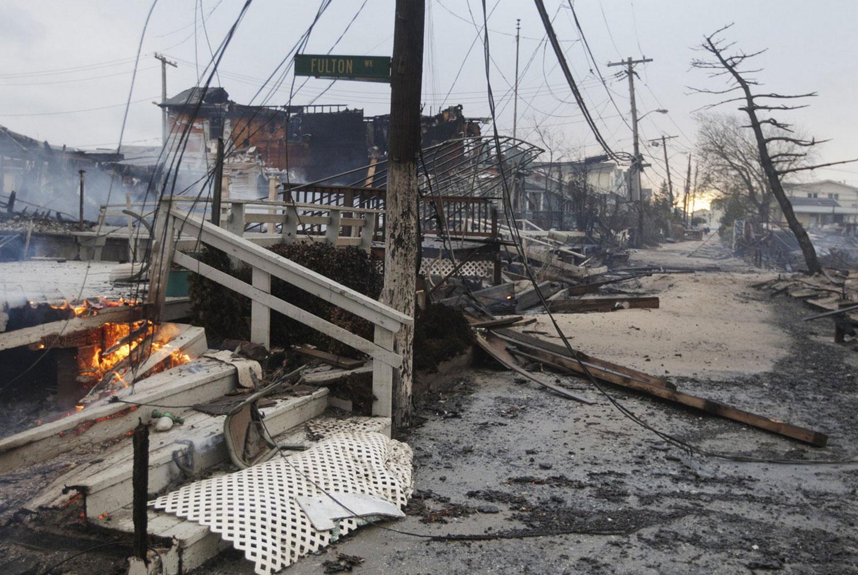 пожар и наводнение после Сэнди в Америке