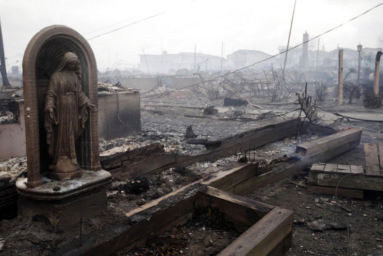пожар после тайфуна в Соединенных Штатах Америки, фото