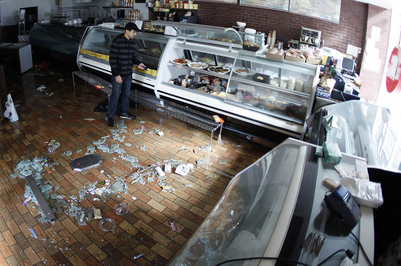 шторм разрушил магазины в Америке, фото