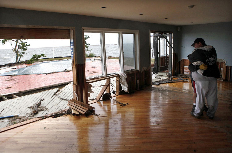 разрешенное жилое здание на берегу, фото Sandy