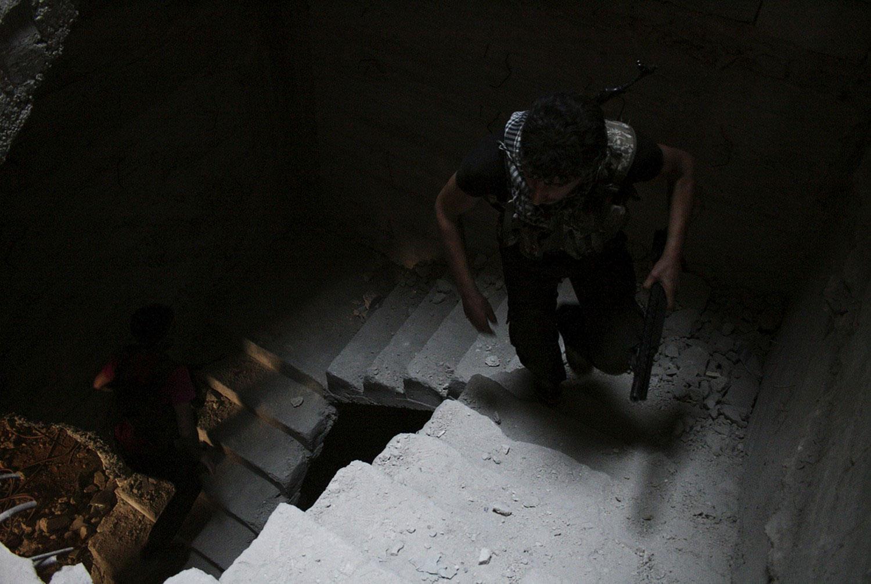 Бойцы Свободной Сирийской армии на лестнице