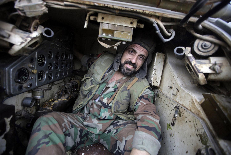 Военнослужащий в танке