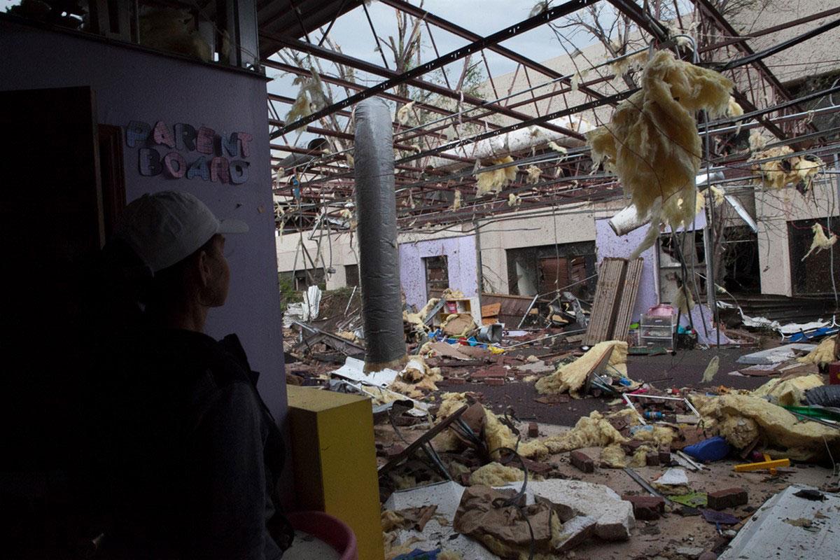 разрушенная школа в Оклахоме