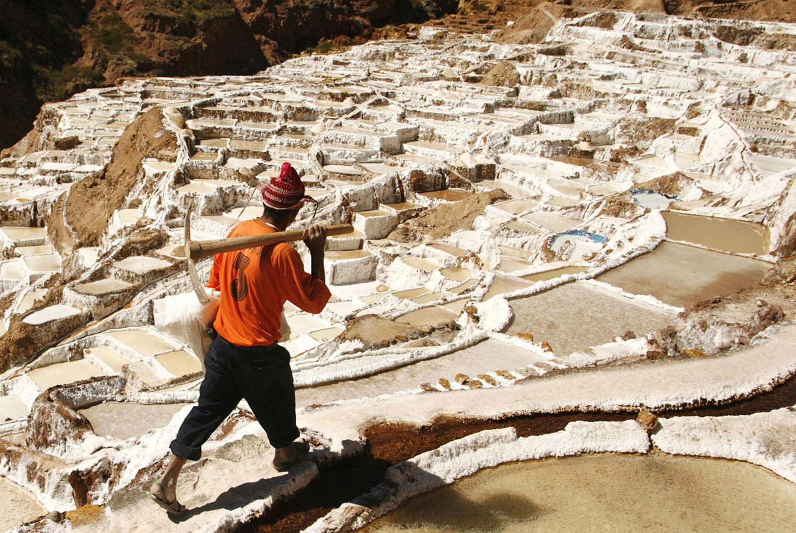бассейны вырезанные в склоне горы