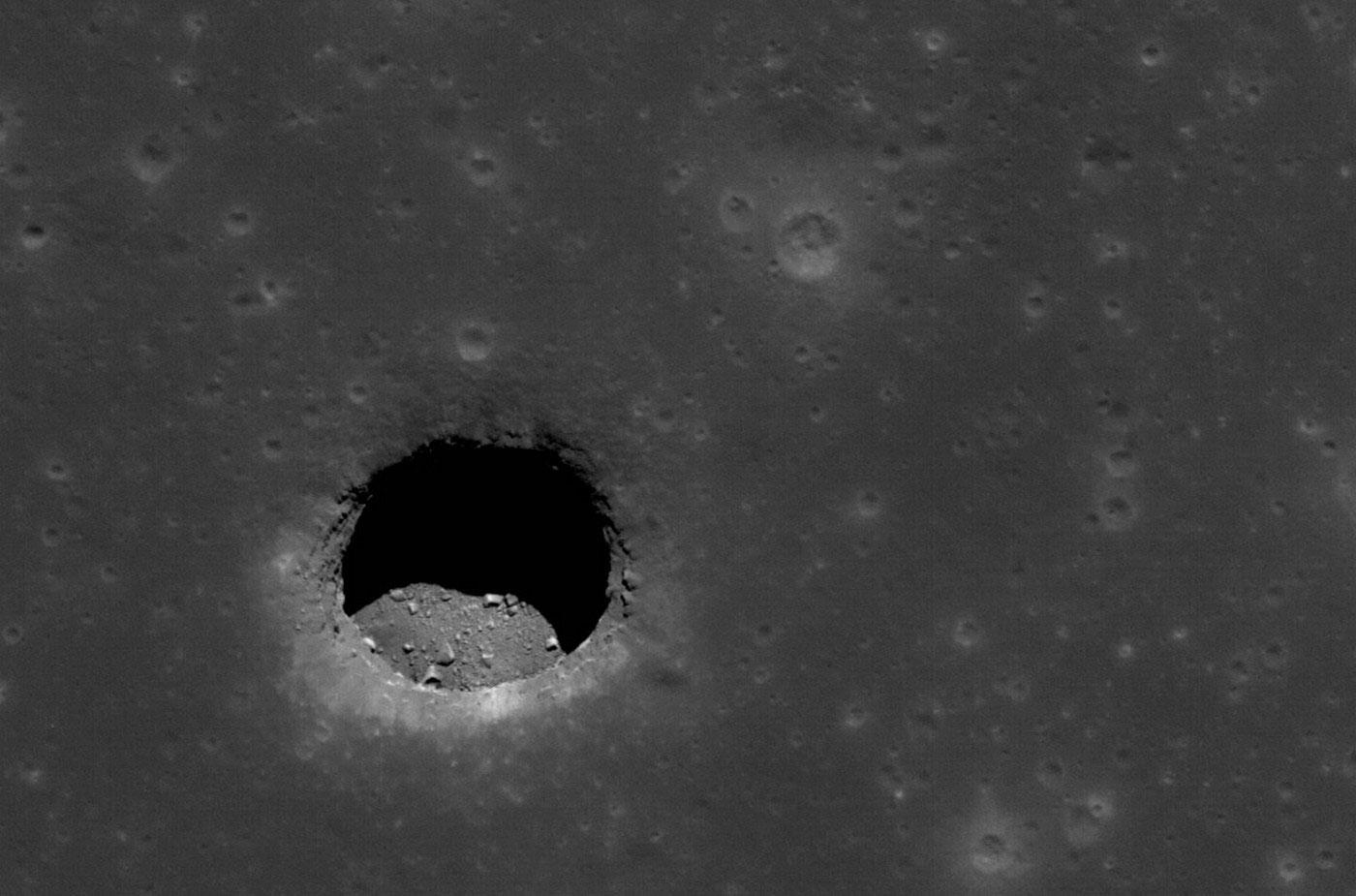 Яма на Луне