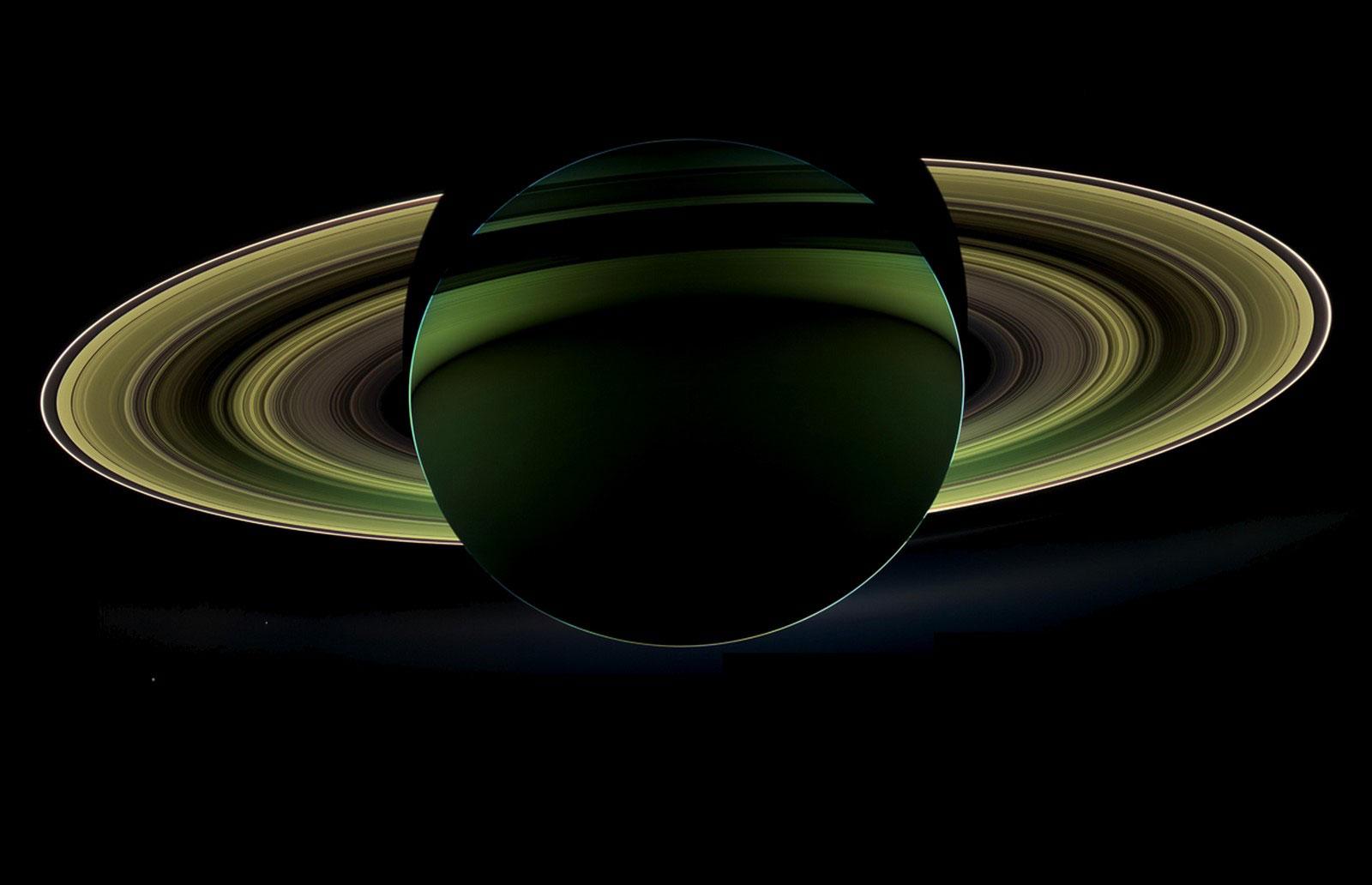 Сатурн освещен солнцем