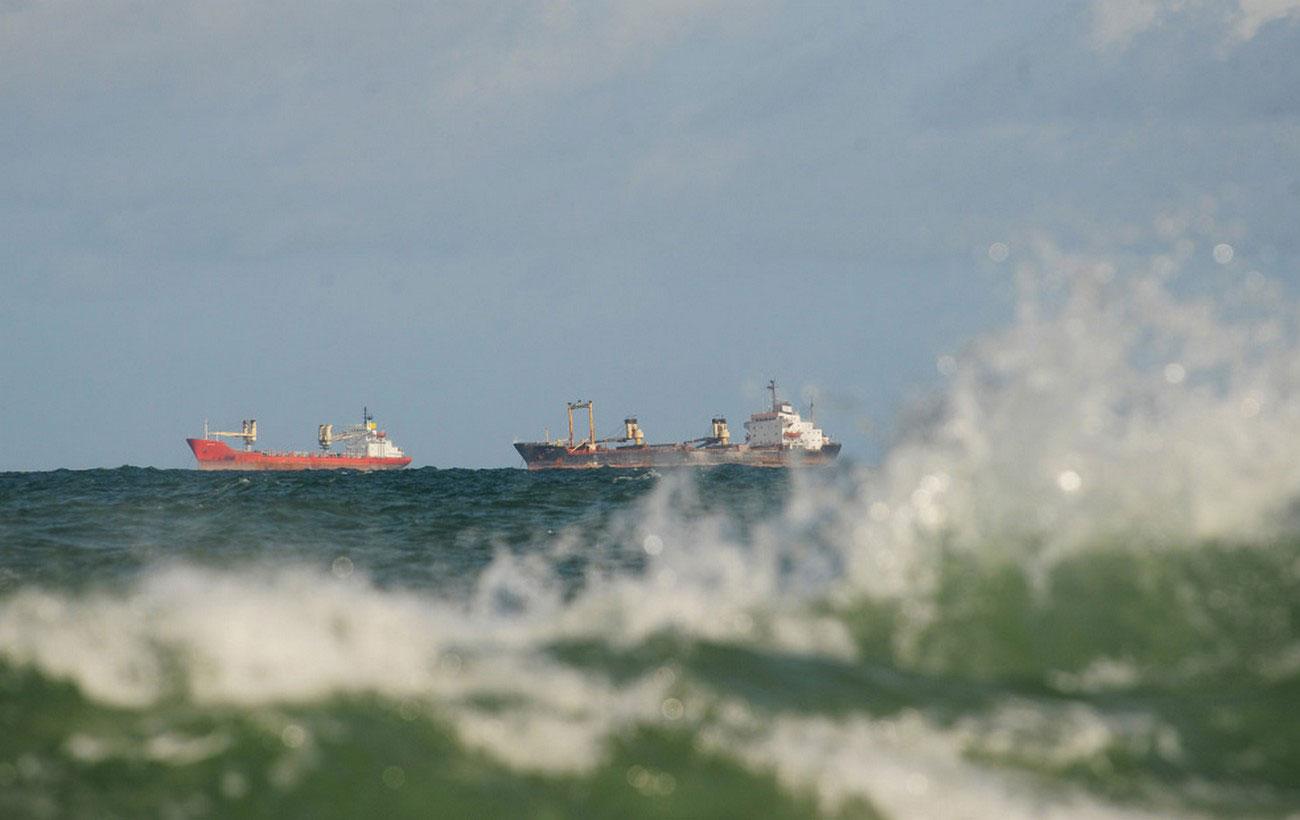 корабли с гуманитарной помощью