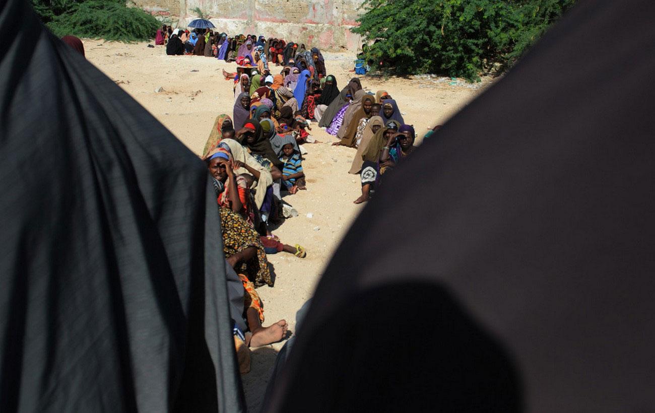 женщины в ожидании медицинской помощи