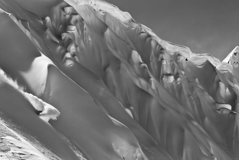 человек на смертельно опасном склоне горы