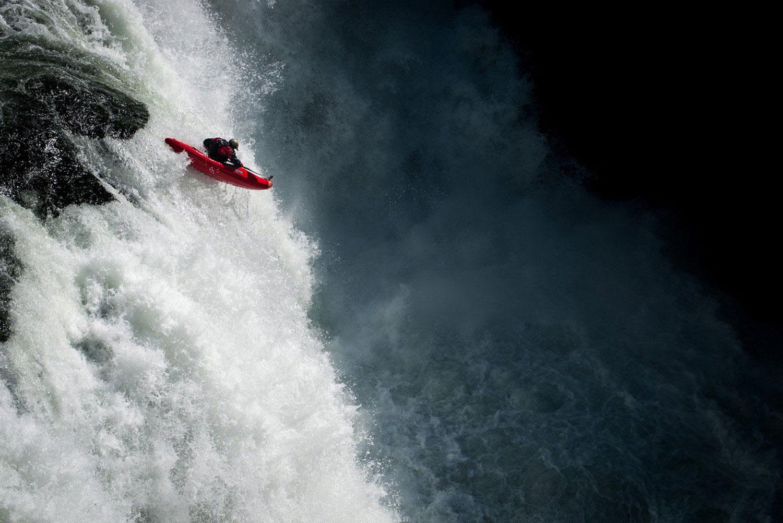 падение с водопада