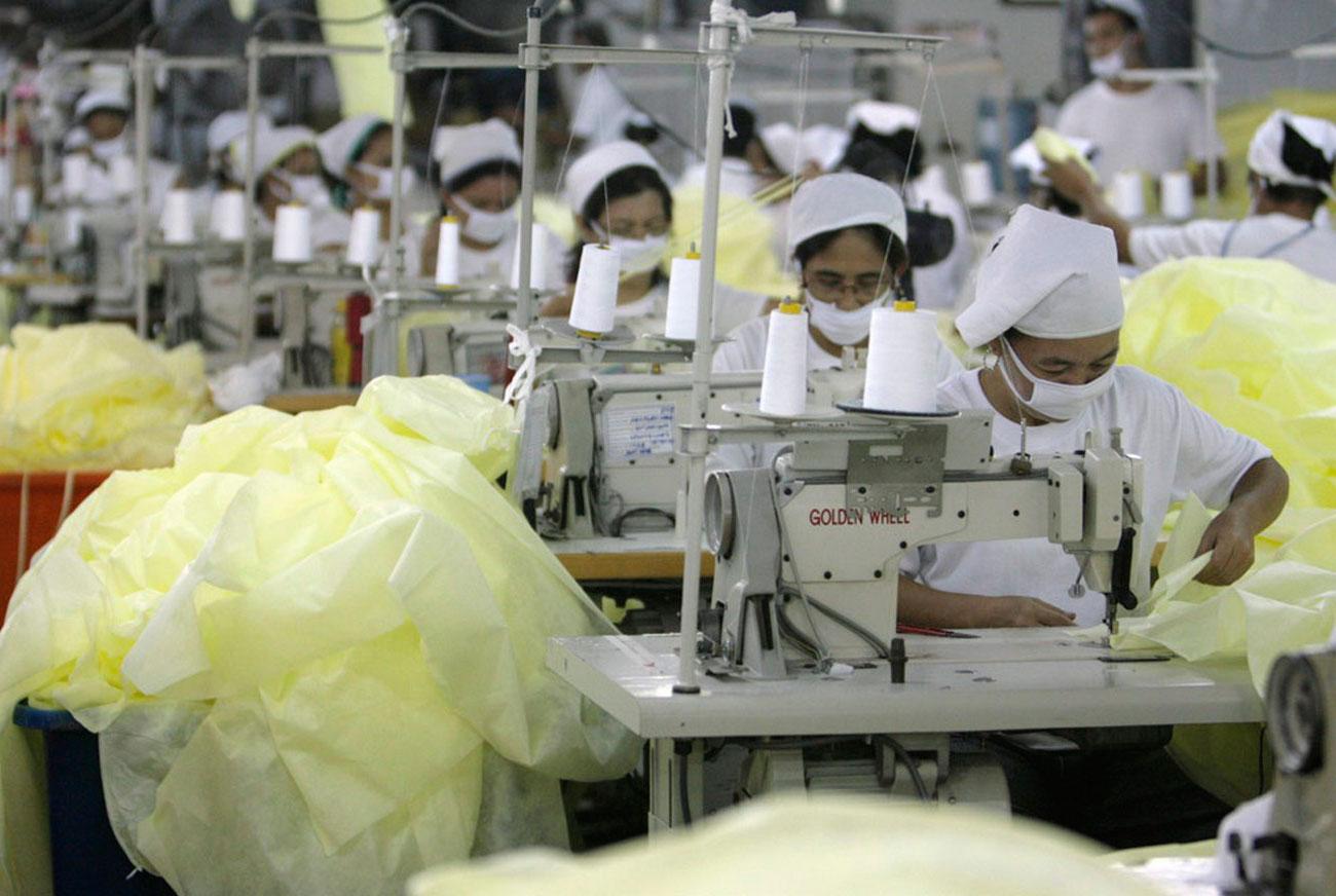 фабрика на Филиппинах по производству масок и халатов
