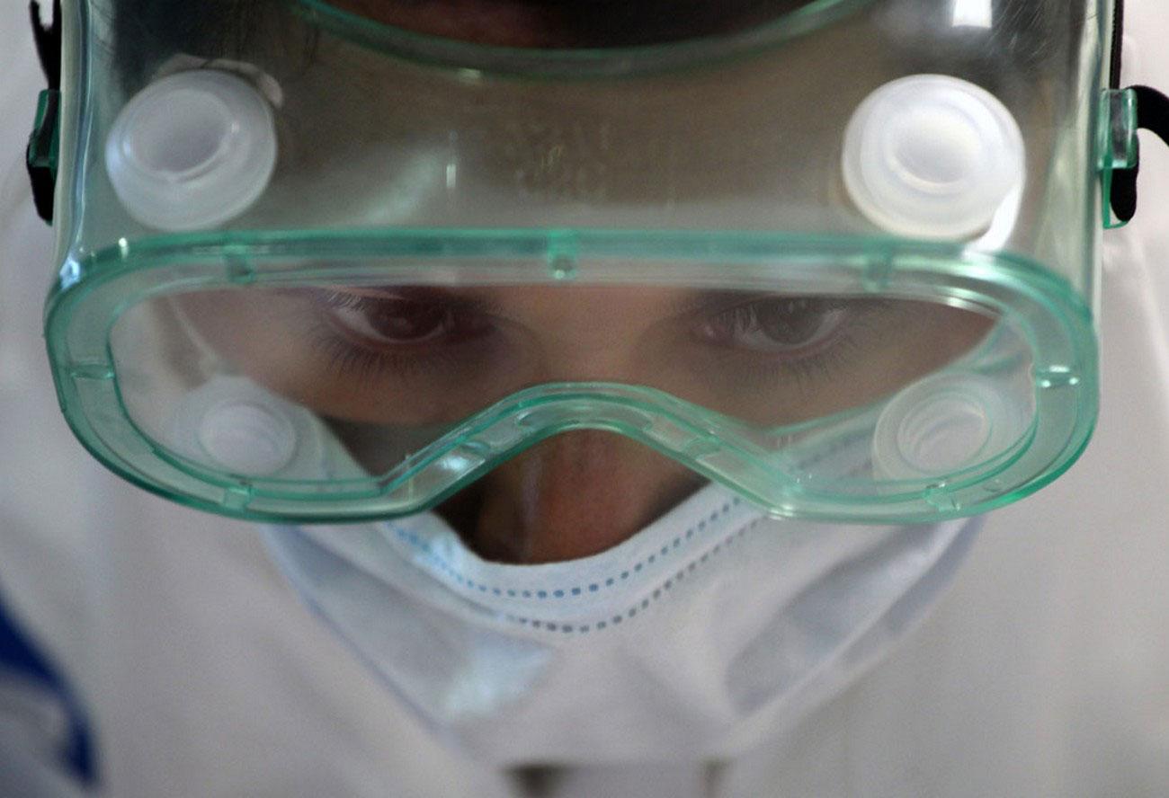 медик в Военно-морском госпитале в Мехико, фото
