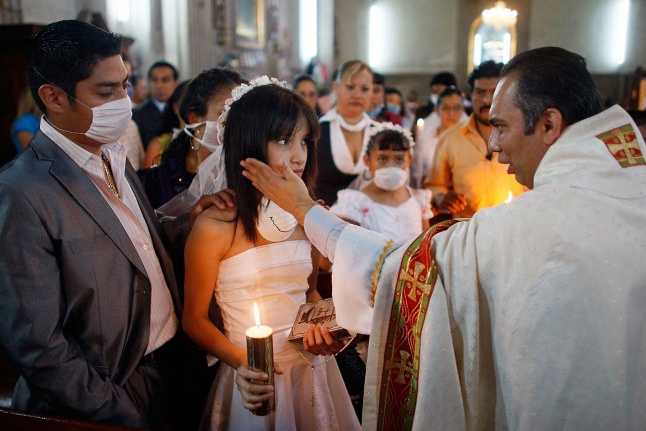 во время церемония крещения в Мехико