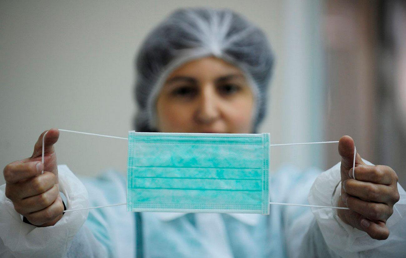 на фабрике по производству медицинского оборудования, фото