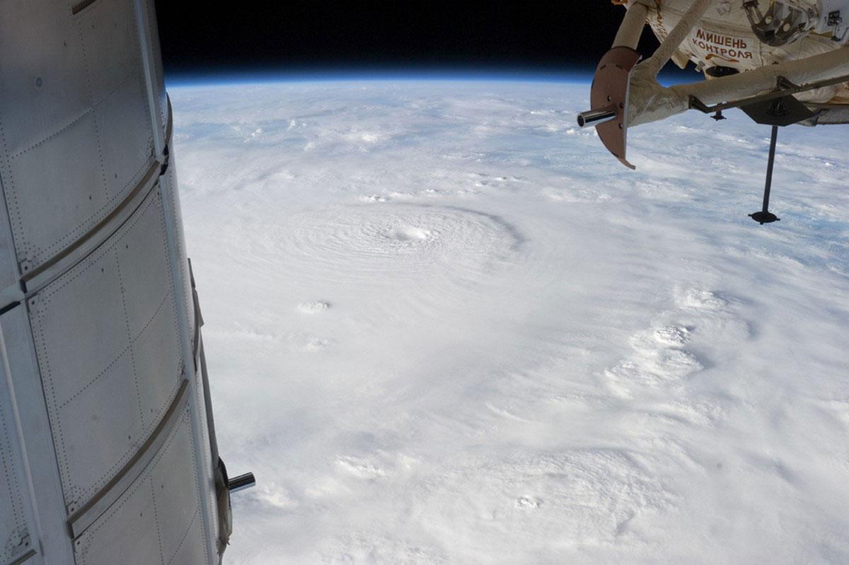 тайфун Бофа, фото из космоса
