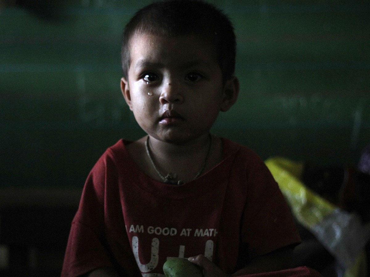 дети в приюте после наводнения на Филиппинах