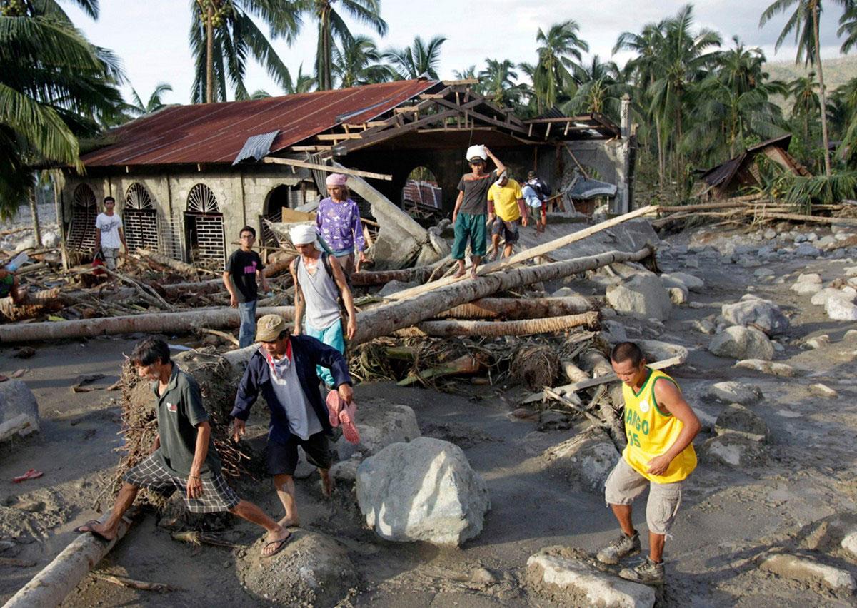мусор от тайфуна Бофа, фото