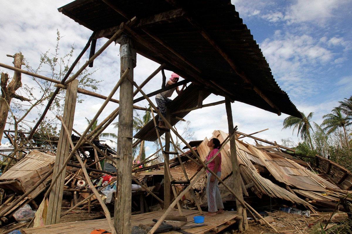 восстановление домов посл тайфуна Бофа