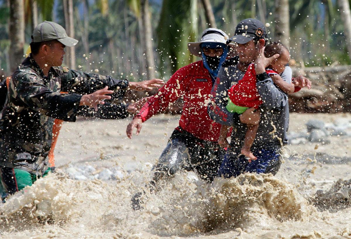 спасатели после урагана Бофа