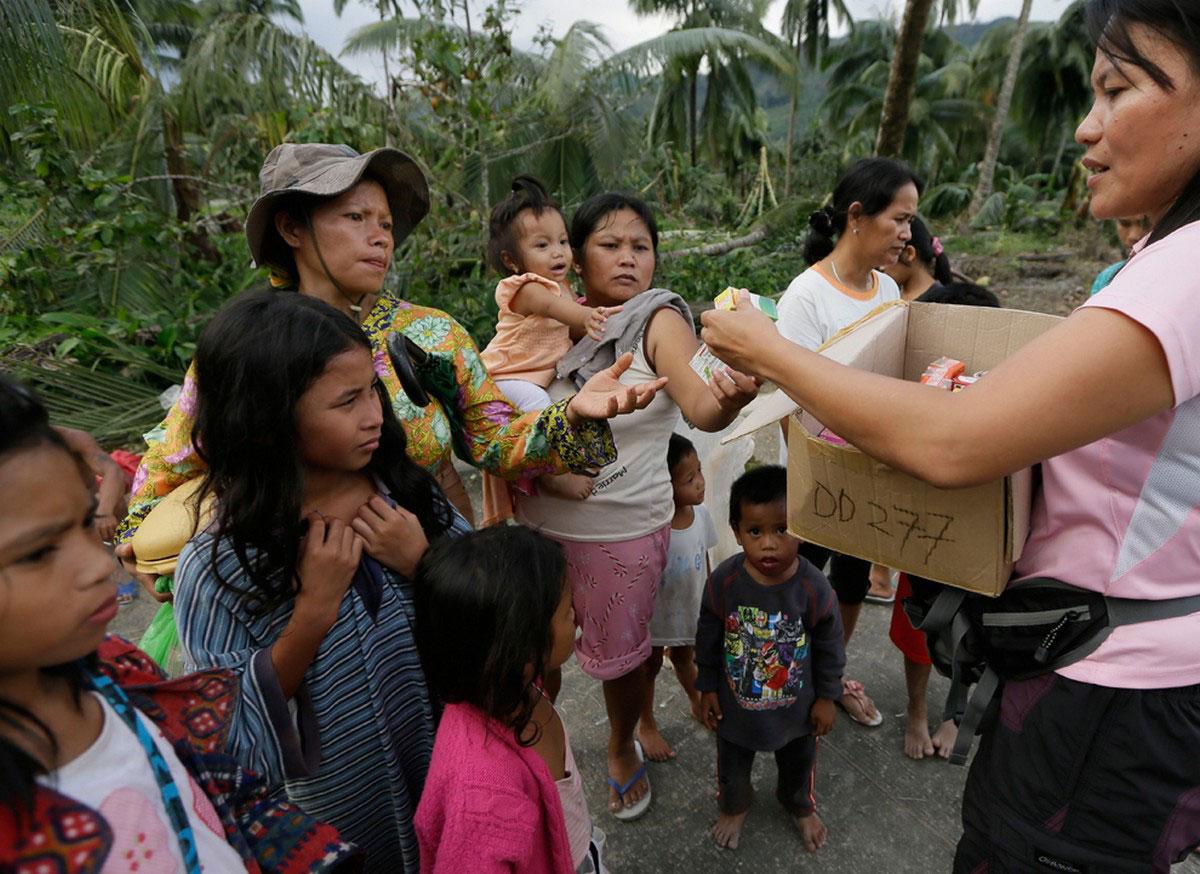 медпомощь пострадавшим от наводнения, фото